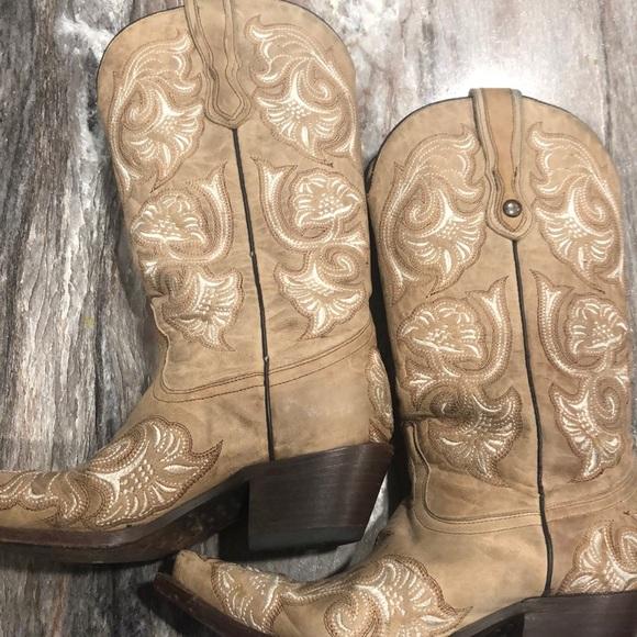 poshmark corral boots